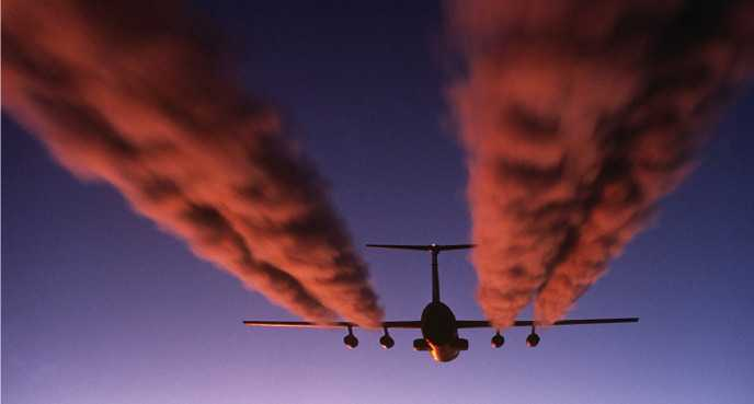 1200px-C-141_Starlifter_contrail_crop1.png
